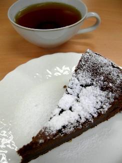 チョコレートケーキともみじ紅茶.jpg