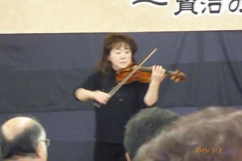 ヴァイオリン演奏担当の佐藤さん.jpg